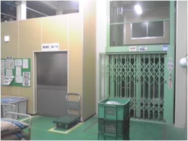 (成形第1工場エレベーター前)
